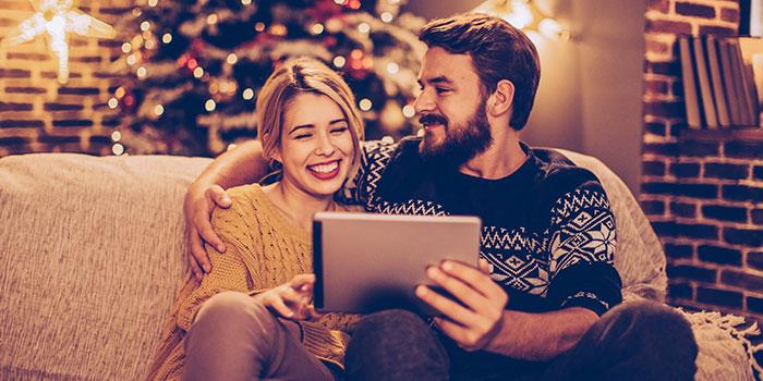 W okresie świątecznym kupowanie prezentów sprawia, że Boże Narodzenie staje się najdroższym czasem w roku. Czy można zrobić zakupy mądrzej, czyli  tak aby oszczędzić w tym czasie trochę pieniędzy? Sprawdź!